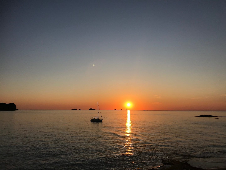 sunset-ibiza-sailing-boat-cala-comte