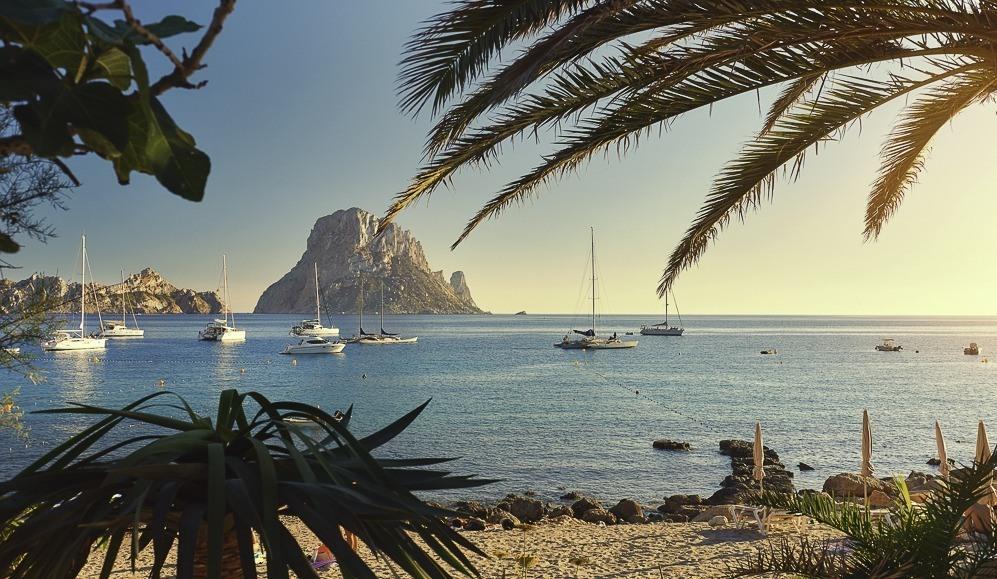 cala-d'hort-ibiza-schepen-voor-anker-incentive