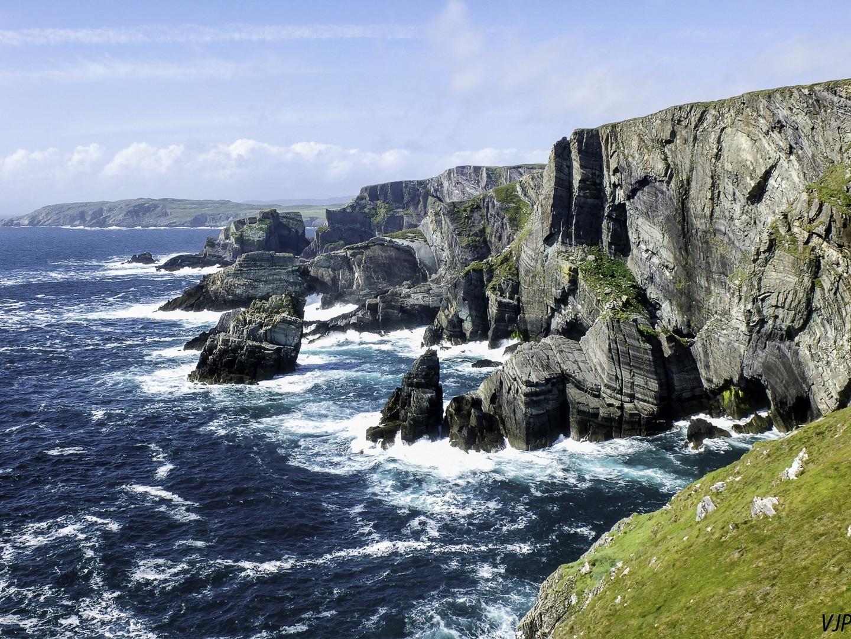 kustlijn-met-rotsen-ierland