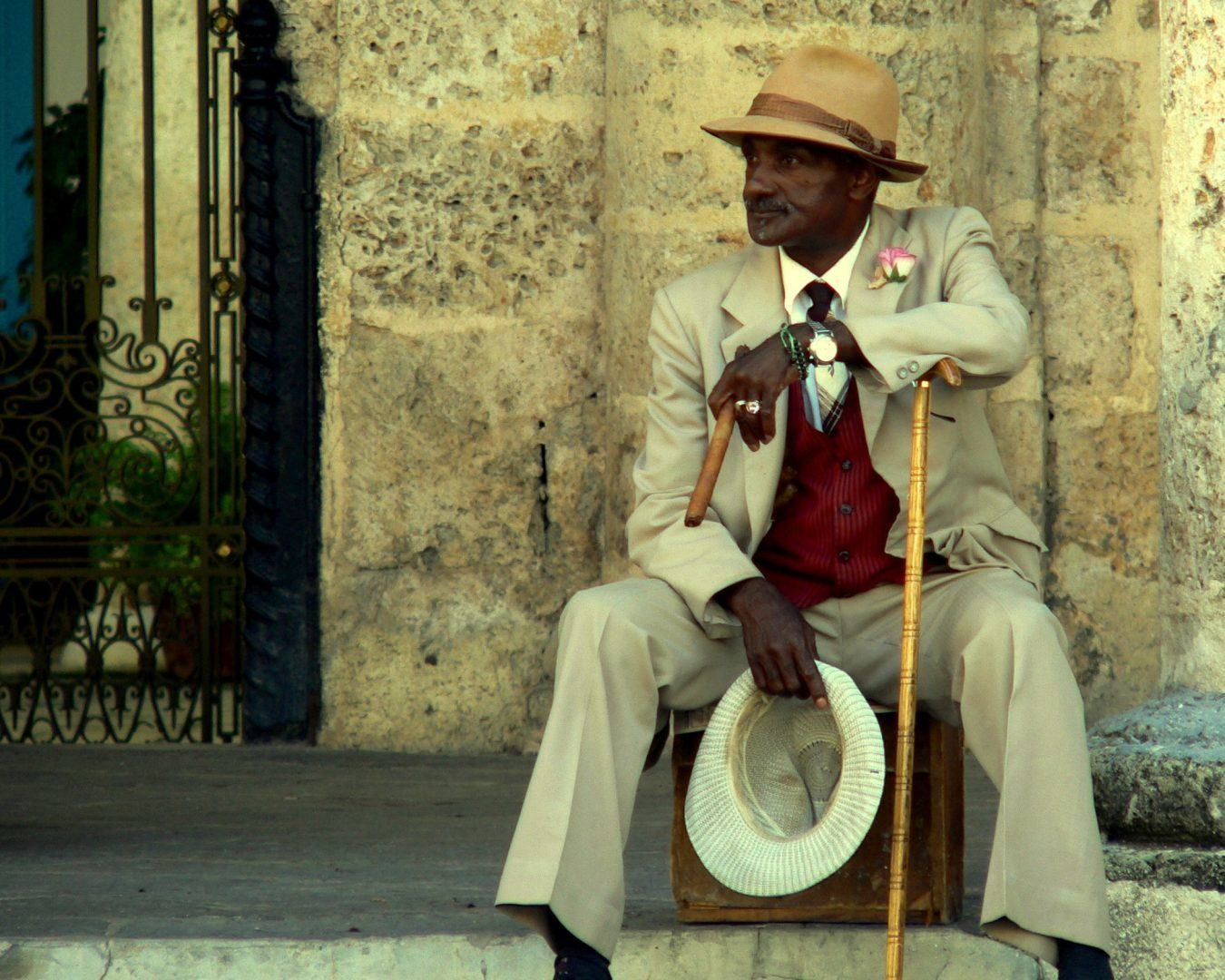 man-with-cigar-havanna-old-town
